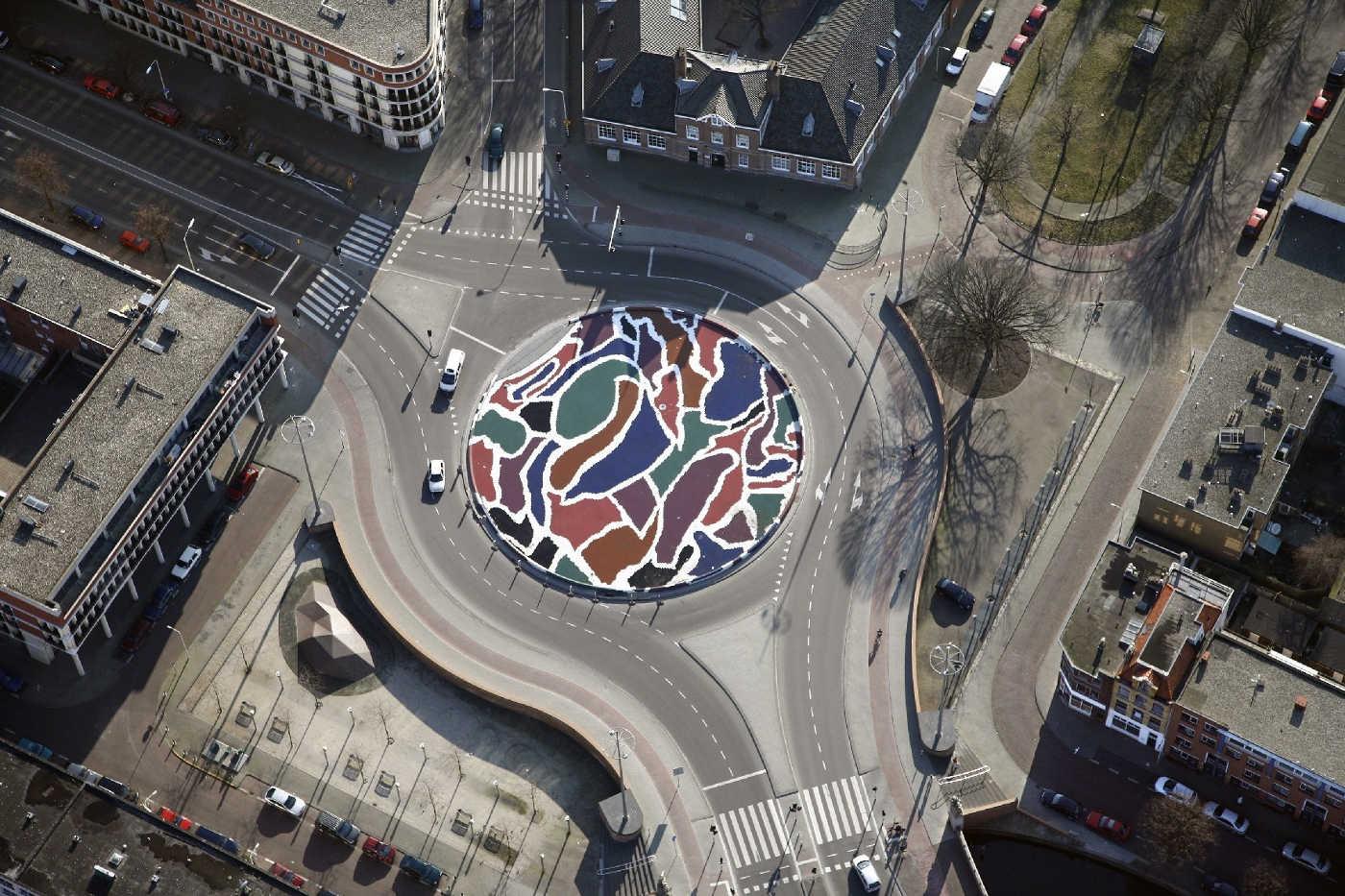 herinrichting Vaillantplein Den-Haag 2005.
